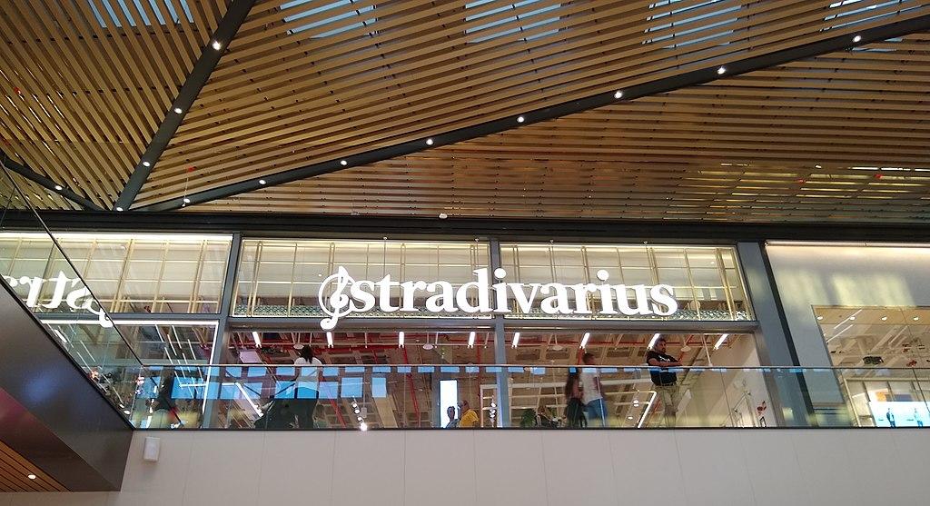 El peto corto de Stradivarius y otras novedades a las que echar un vistazo