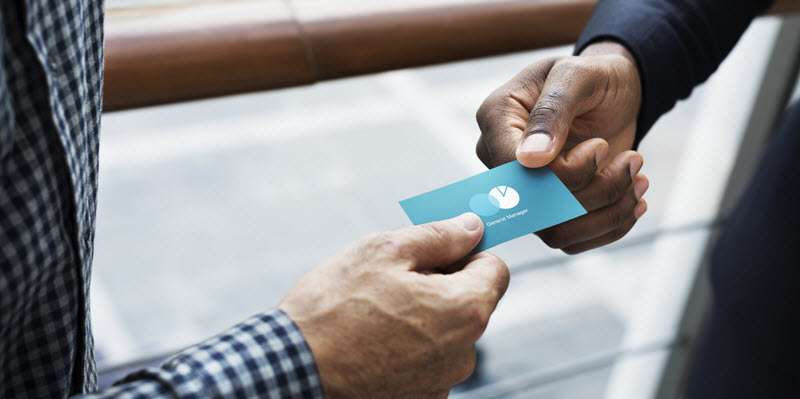 como entregar tarjetas de presentacion