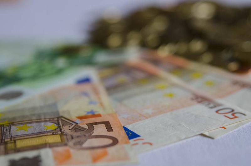 Las gestoras de CaixaBank, Santander y BBVA, líderes en comercialización de fondos