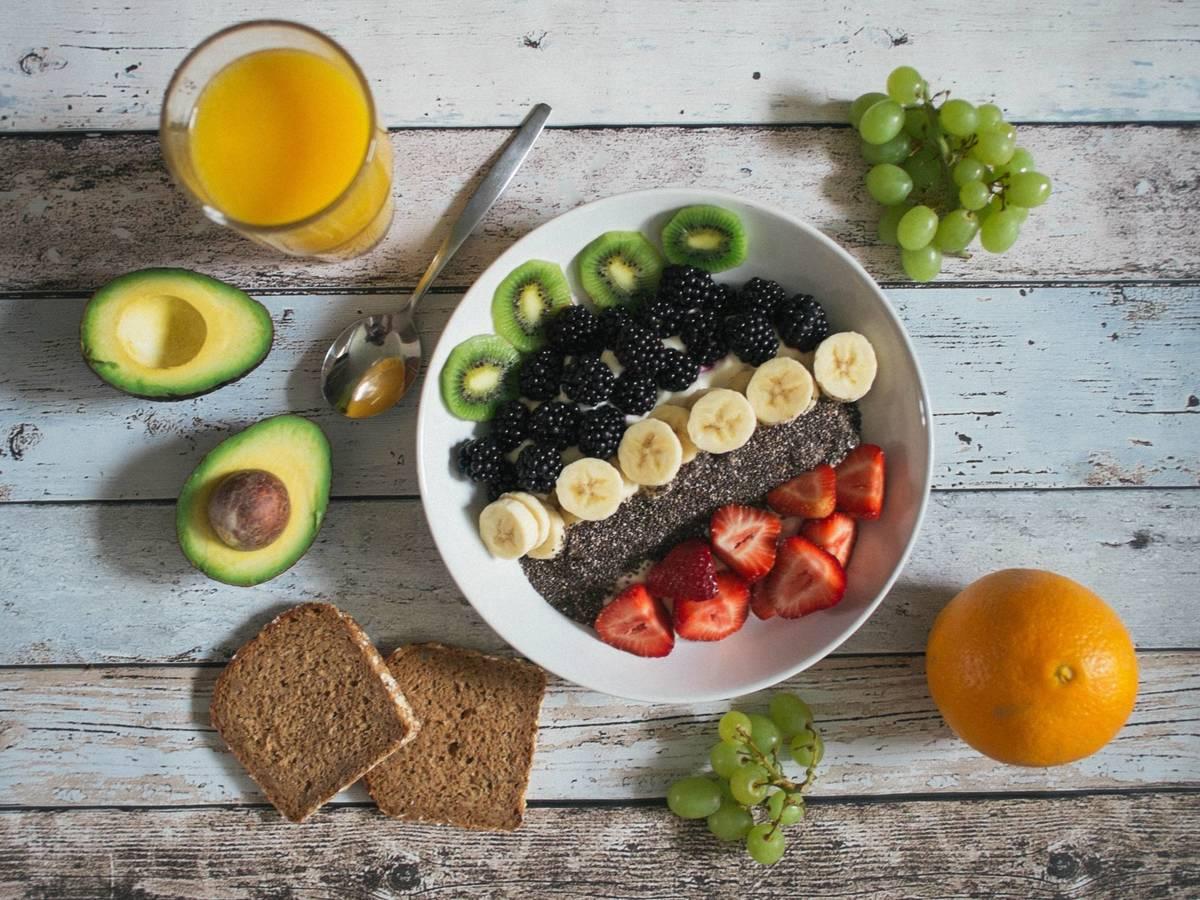 Así funciona la dieta antiinflamatoria para dejar de sentirte hinchado