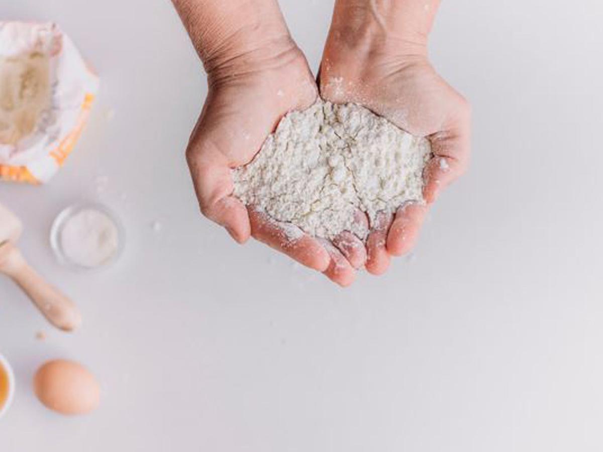 La harina y otros alimentos que nunca debes consumir si han caducado