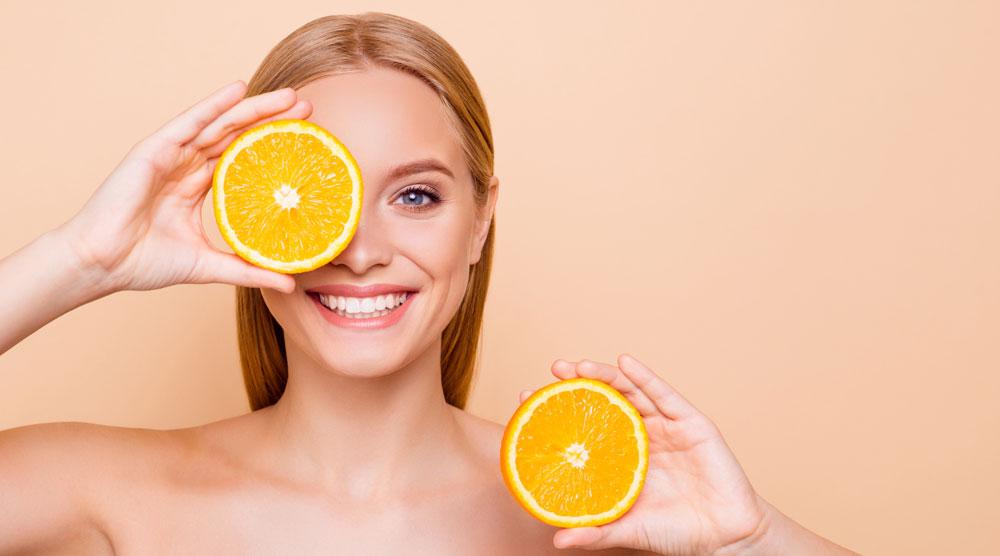 Seis beneficios de la naranja para tu piel si la tomas a diario