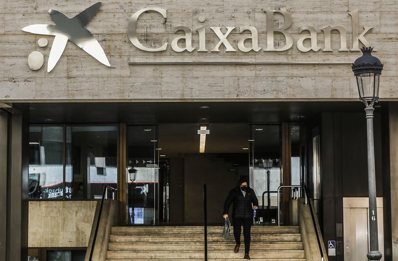 CaixaBank se abre a una reducción de despidos