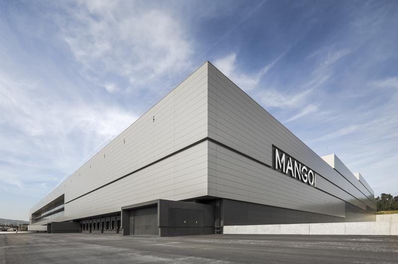 Mango apuesta por la omnicanalidad en su centro logístico en Lliçà d'Amunt