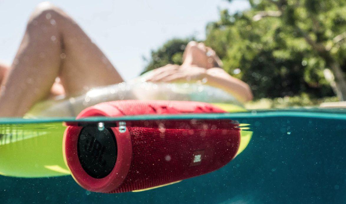 Altavoces son perfectos para el verano: suenan genial y resisten al agua
