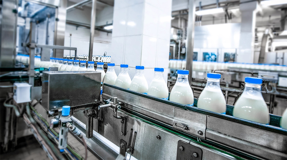 """'Mano negra' en el lobby lácteo: """"El cártel de la leche sigue existiendo"""""""