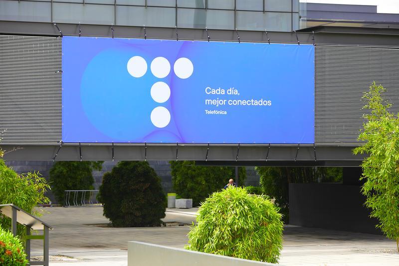Telefónica compra por 398 M€ Cancom para crecer en ciberseguridad y 'cloud'