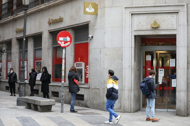 Banco Santander completa su ERE con la salida de 3.572 empleados