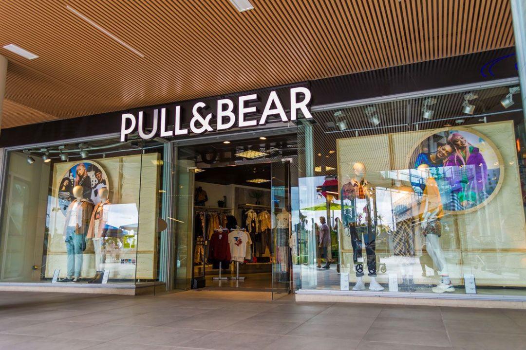 Pull&Bear sorprende con esta nueva minifalda volantes por 19,99 euros y más novedades