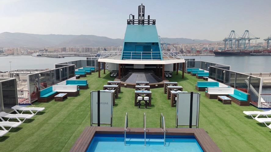 Baleària y Cabreiroá convierten 7.000 kg de plástico en mobiliario para buques