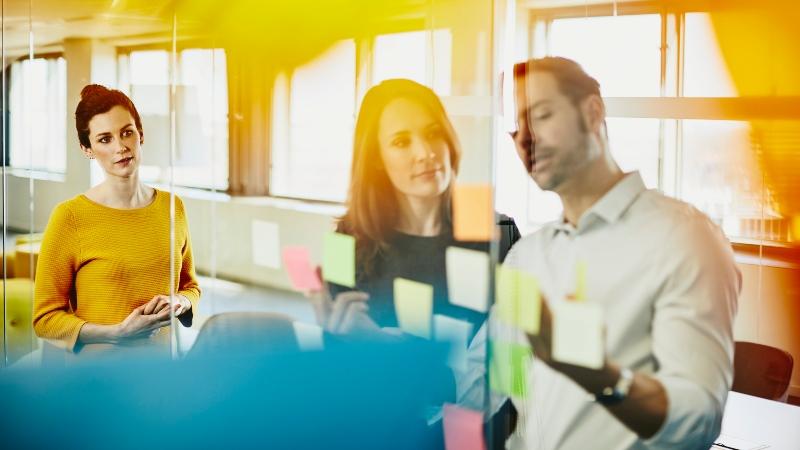 Cómo gestionar picos de trabajo y ganar rentabilidad