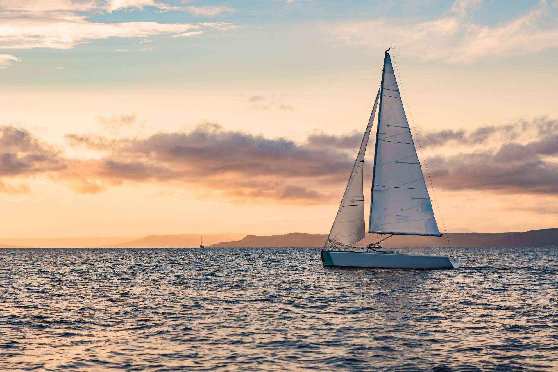 Elegir entre alquiler de barco entero y alquiler por plazas es una decisión difícil: Navega y Comparte