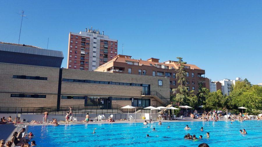 Medio millón de euros: el chapuzón en la piscina marca el precio de la vivienda