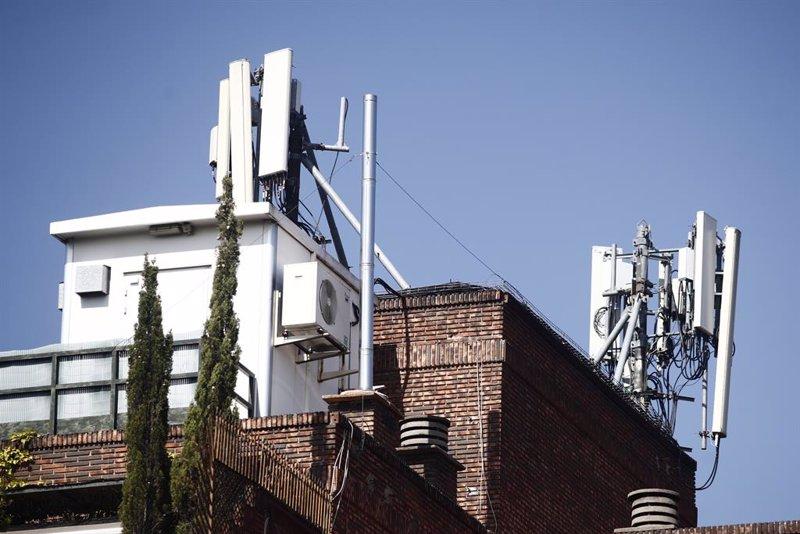 El PP impulsa en el Congreso una rebaja de impuestos a las 'telecos'