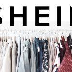 La camiseta escote 'V' de Shein por 7 euros que arrasa entre las jóvenes