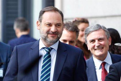 Ábalos se harta de esperar y el PSOE busca con prisa acomodarle con un buen sueldo