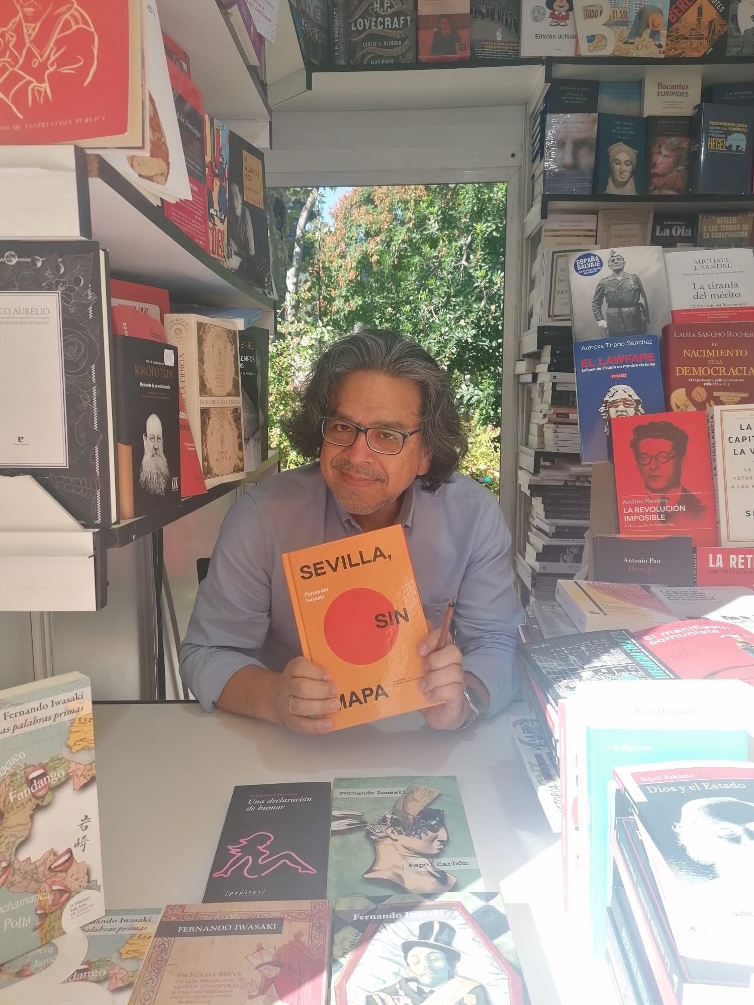"""El escritor Fernando Iwasaki publica """"Sevilla, sin mapa"""",  una """"nueva cartografía de la capital hispalense"""""""