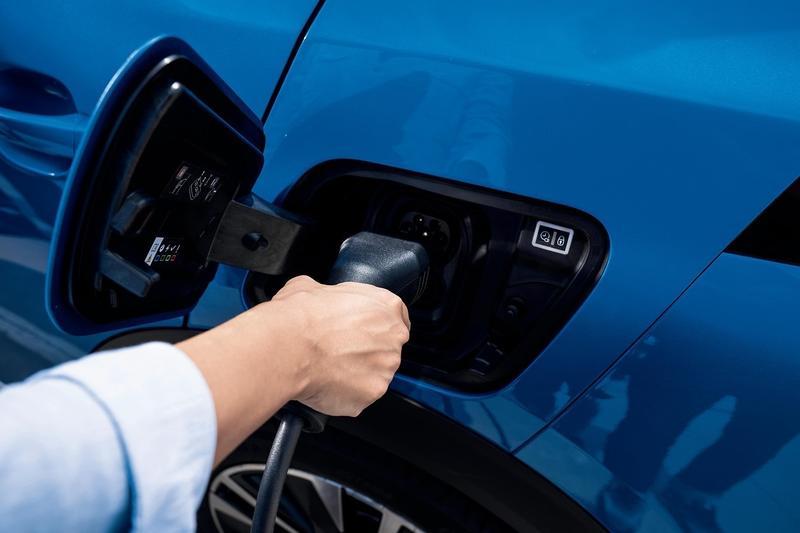 Las ventas de vehículos eléctricos suben un 9,6% en agosto y superan las 1.500 unidades