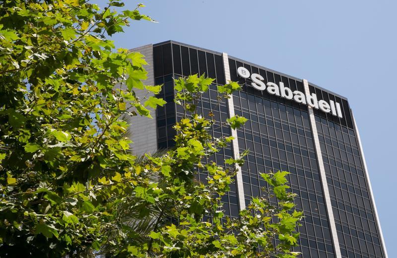 Las salidas por el ERE de Sabadell se concentrarán en la red de oficinas