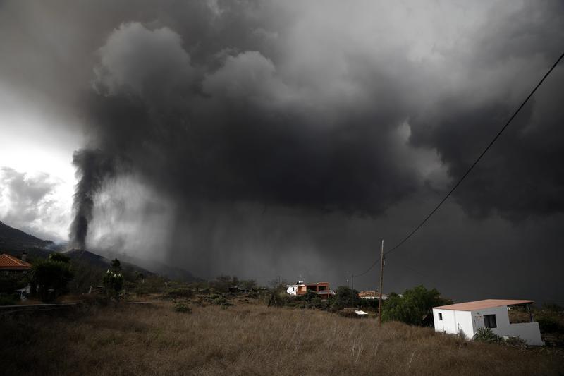 Los bancos ponen a disposición de los afectados sus viviendas en La Palma
