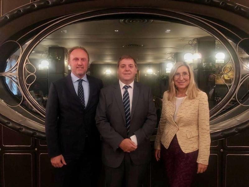 Juan Manuel Serrano defiende su apuesta por la internacionalización y los nuevos negocios de Correos