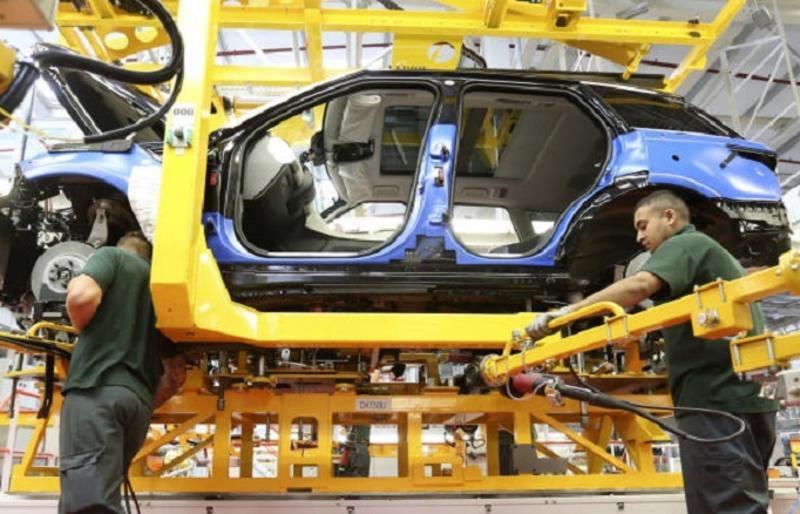 La producción de vehículos cae un 25% en los ocho primeros meses en comparación con 2019