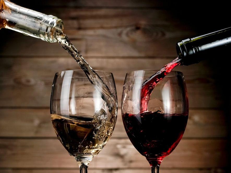 Tinto o blanco: qué vino es mejor y por qué