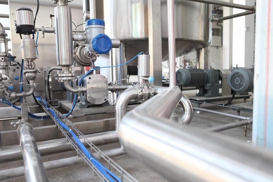 La necesidad de invertir en maquinaria moderna y mantenimiento industrial