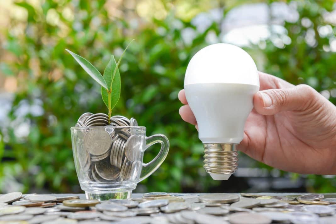 ¿Cómo puede un autónomo ahorrar en la factura de la luz?