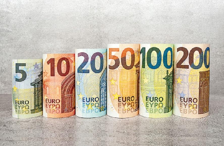 Salarios modestos, la vía de ascenso de los jóvenes en la banca española