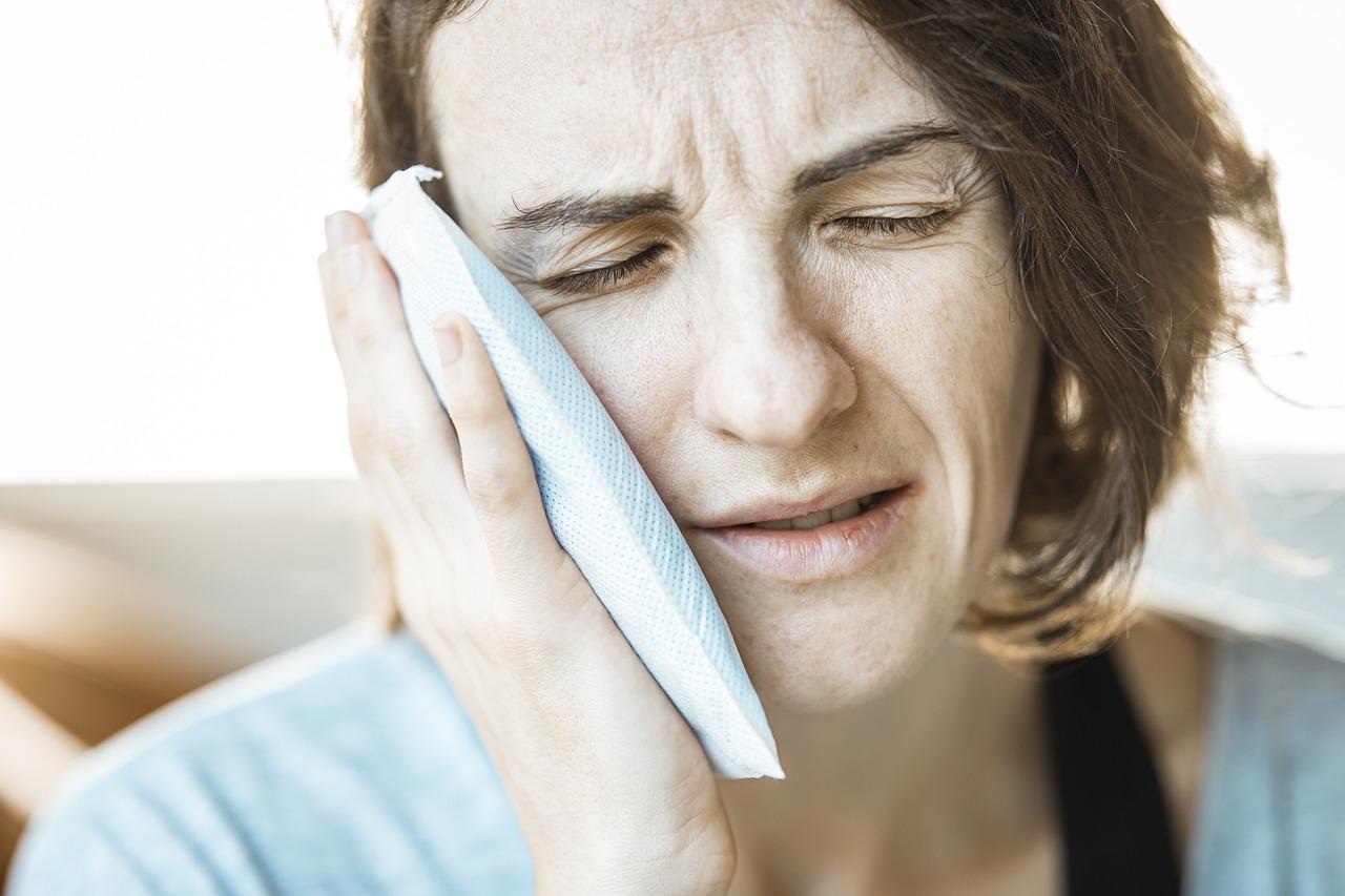 El truco para curar el dolor de muelas sin abrir la boca