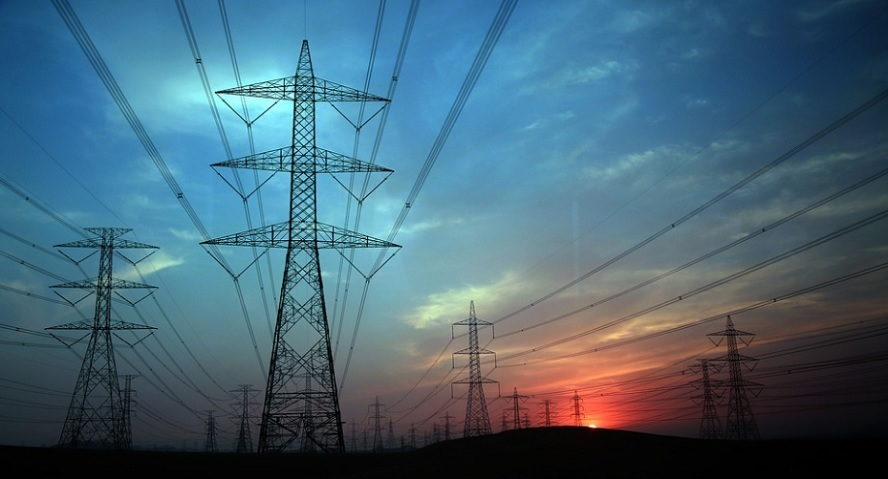 Eléctricas, accionistas y renovables: todos contra el Gobierno