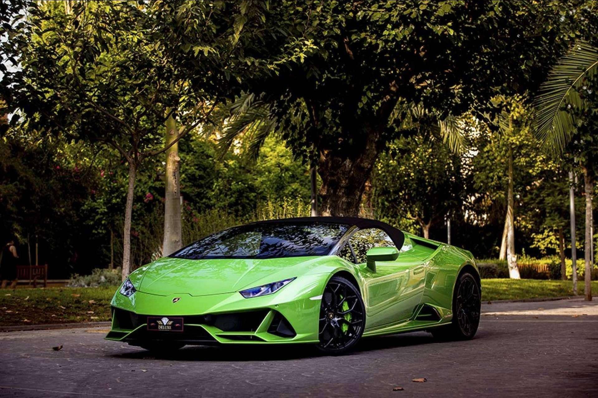 Radikal Experience permite conducir los mejores coches en sus propuestas de experiencias de conducción con coches de lujo