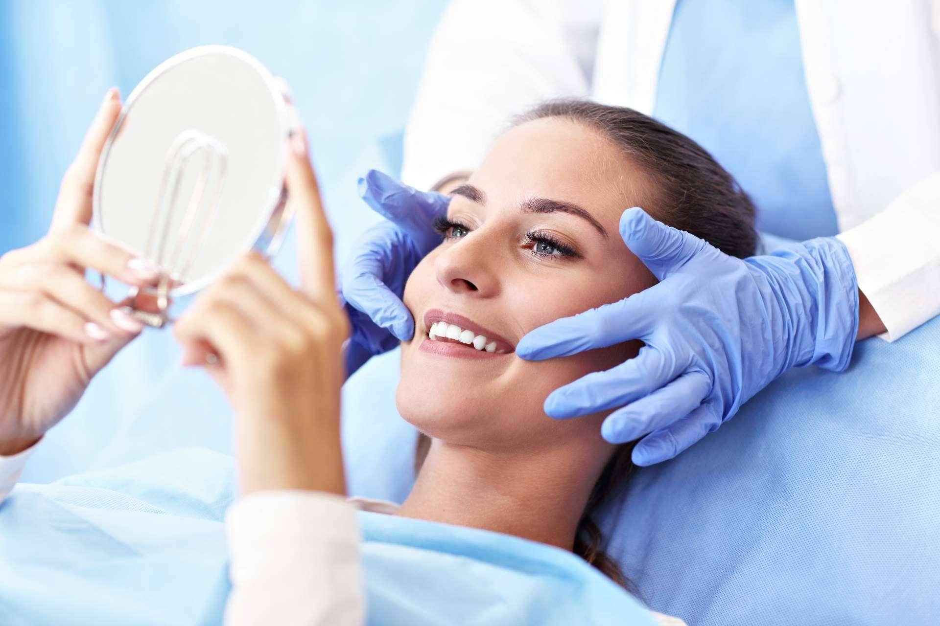 La Clínica Dental Helident explica los mejores cuidados para implantes dentales