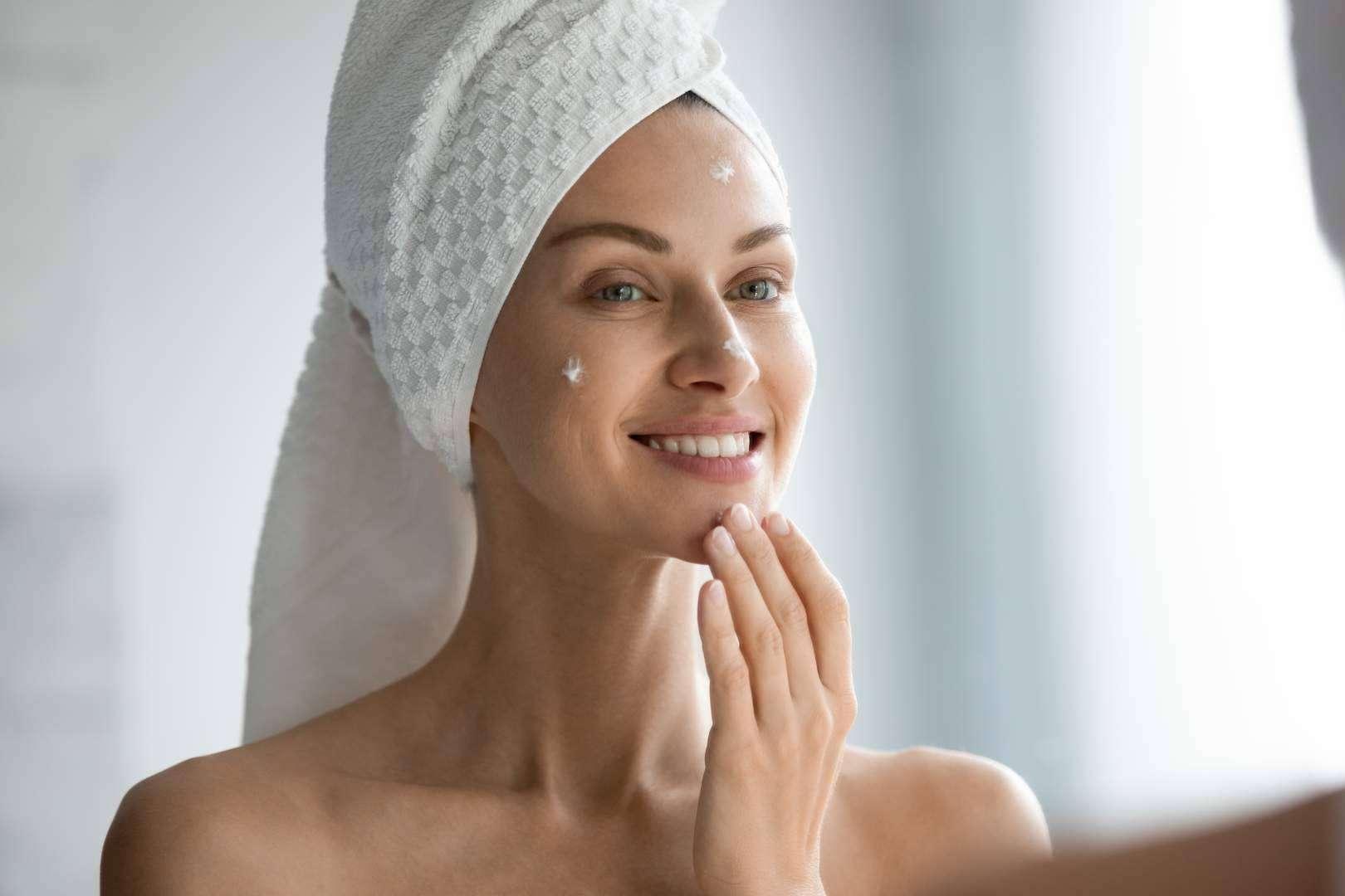 ¿Cómo ayuda a la piel el uso de cremas antipolución? Kunal Cosmetics