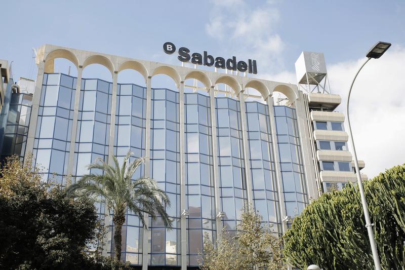Sabadell llega a un preacuerdo con los sindicatos sobre el ERE