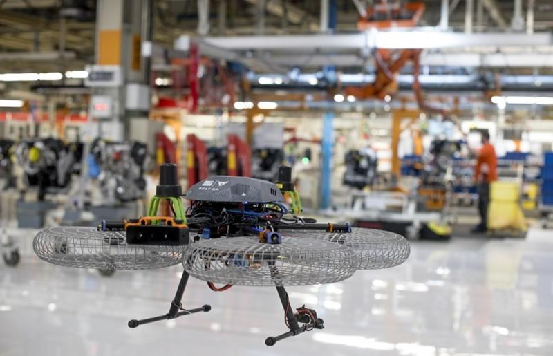 Seat estudia usar drones para transportar piezas autónomamente en las líneas de producción